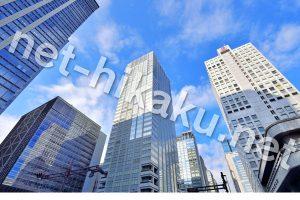 都会のビルと空