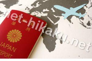 パスポートと地図と飛行機のイラスト
